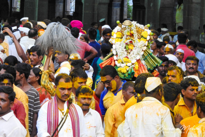 Devotees carrying the idol